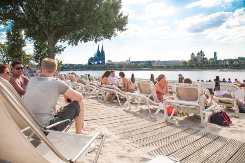 km689_Cologne_Beach_Club_Rheinterassen_01_Koeln
